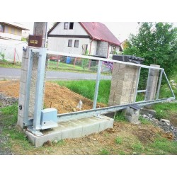 Pojezdová brána samonosná základní barva, průjezd 450 - 550 cm