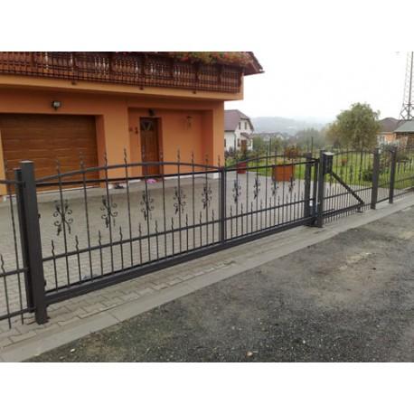 Posuvná brána kovaná