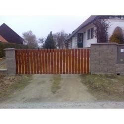 Posuvná brána výpln dřevo 3